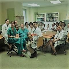 2-El Comité de Medicina Fetal del Hospital.