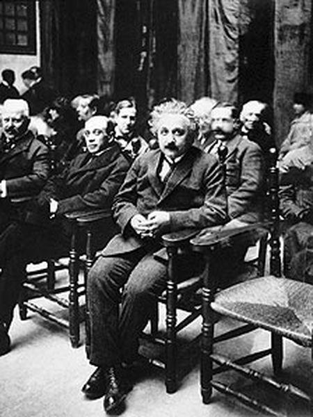 Albert Einstein en una foto de 1923, durante su visita a la Escuela Industrial de Barcelona